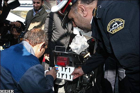 رئیس مرکز شماره گذاری پلیس راهور گفت: دو میلیون و ۹۰۰ هزار موتورسیکلت پلاک ملی دریافت کردند. به گزارش خبرنگار مهر، سرهنگ احمد رستمی پیش از ظهر شنبه در مراسم […]